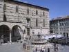 Fontana Maggiore, Dom